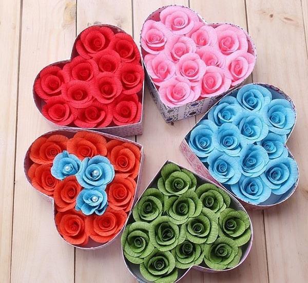 Cách làm hoa hồng giấy đáng yêu tặng bạn gái 11