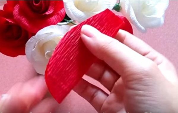 Cách làm hoa hồng giấy đáng yêu tặng bạn gái 12