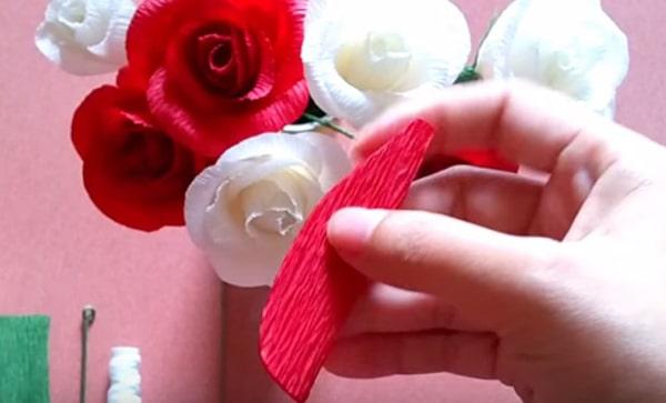Cách làm hoa hồng giấy đáng yêu tặng bạn gái 15
