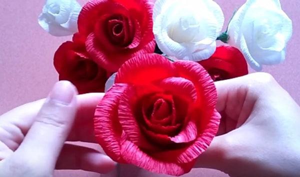 Cách làm hoa hồng giấy đáng yêu tặng bạn gái 22