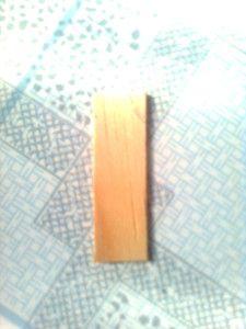 Cắt bỏ 2 đầu que gỗ