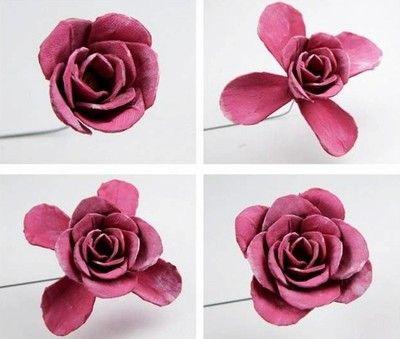 Dán các cánh hoa để tạo hình thành bông hoa hồng