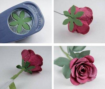 Tạo phần đế hoa và gắn các lá cây vào phần cành hoa
