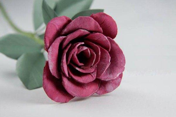 Cành hoa hồng giả mà trông như thật