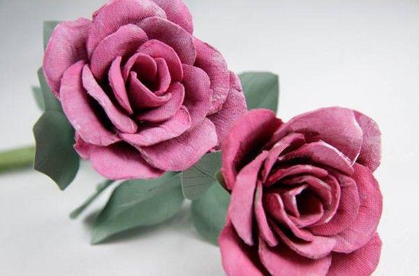 Tái chế khay để trứng tạo thành bông hoa hồng handmade