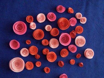 Tạo hình các bông hoa với nhiều kích thước, màu sắc khác nhau