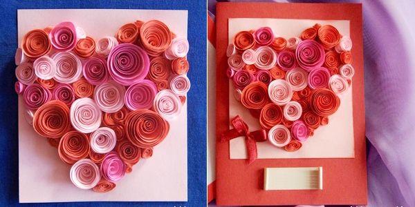 Dán phần hoa giấy tạo hình trái tim lên tấm thiệp