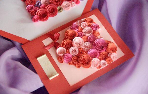 Tấm thiệp handmade bằng hoa hình trái tim
