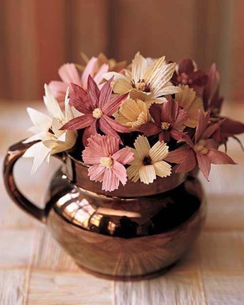 Hoa trang trí từ vỏ ngô khô