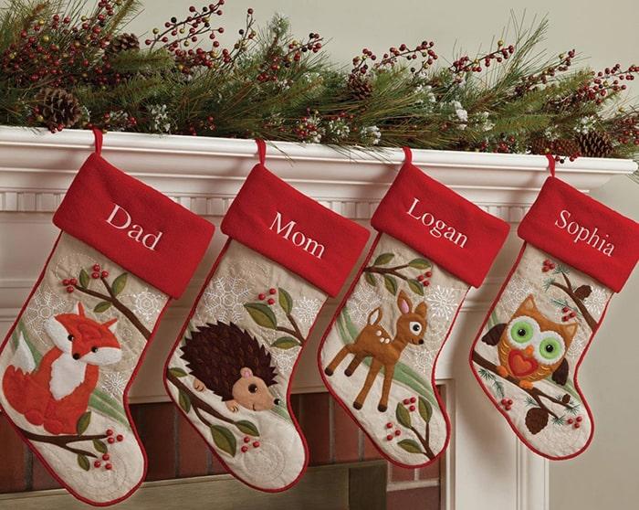 Màu đỏ và xanh lá thường thấy trong mùa Giáng Sinh có ý nghĩa gì 3