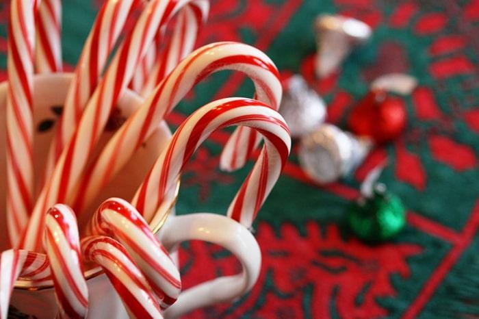Màu đỏ và xanh lá thường thấy trong mùa Giáng Sinh có ý nghĩa gì 6