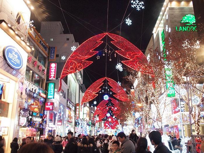 Màu đỏ và xanh lá thường thấy trong mùa Giáng Sinh có ý nghĩa gì 8