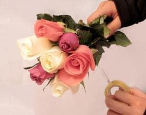 Tự tay bó hoa hồng đơn giản tặng bạn gái ngày sinh nhật 3
