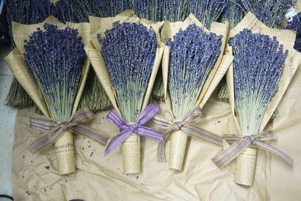 Cách bó hoa oải hương khô đẹp và đơn giản 2