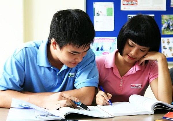Gia sư nên tìm nhiều đề thi và cho học sinh luyện đề