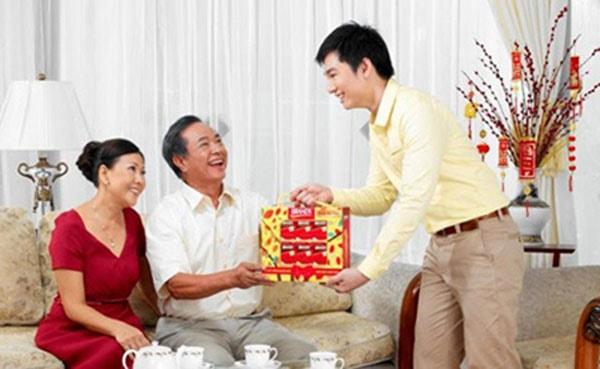 Tìm hiểu văn hóa tặng quà trong ngày Tết