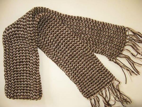Một chiếc khăn len do chính tay bạn đan sẽ là một món quà tuyệt vời