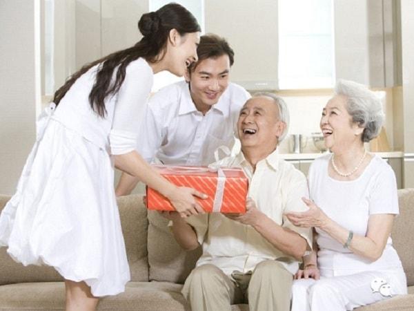 Chọn quà gì để tặng bố chồng dịp Tết