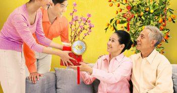 Nên tặng bố chồng món quà gì vào dịp Tết?
