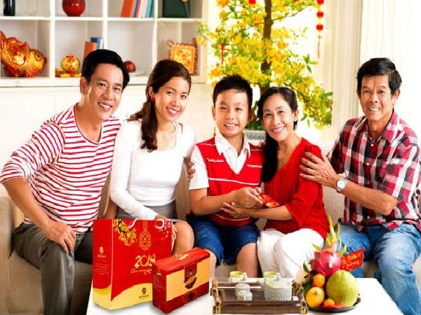 Nên tặng và không nên tặng quà gì cho người thân dịp Tết