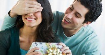 Cách chọn quà cho bạn gái có tính cách dịu dàng, nữ tính