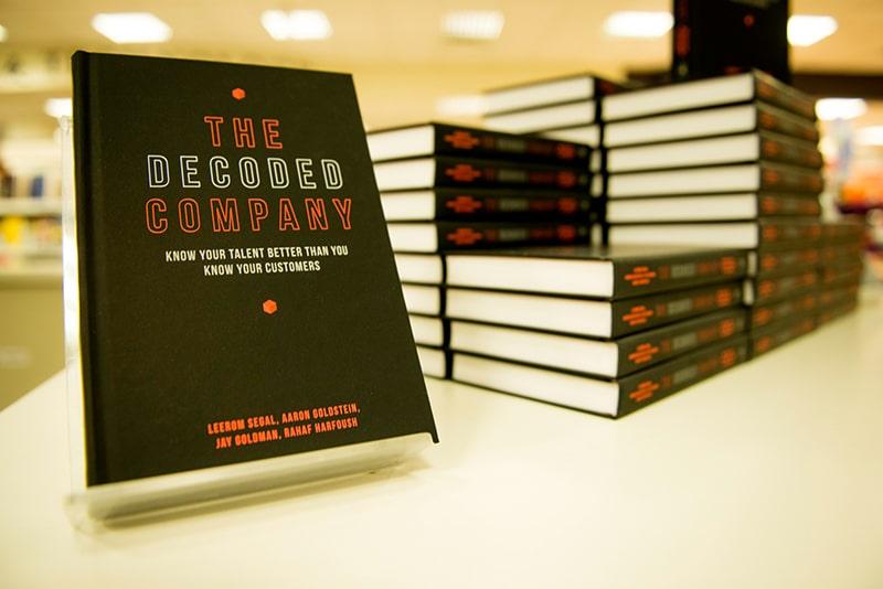 Bạn có thể tặng sếp những cuốn sách về doanh nghiệp