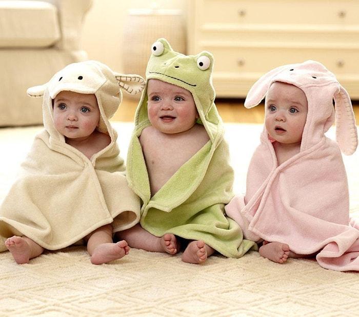 Tặng khăn tắm cho trẻ sơ sinh