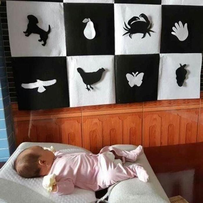 Tặng sách vải kích thích thị giác cho trẻ sơ sinh