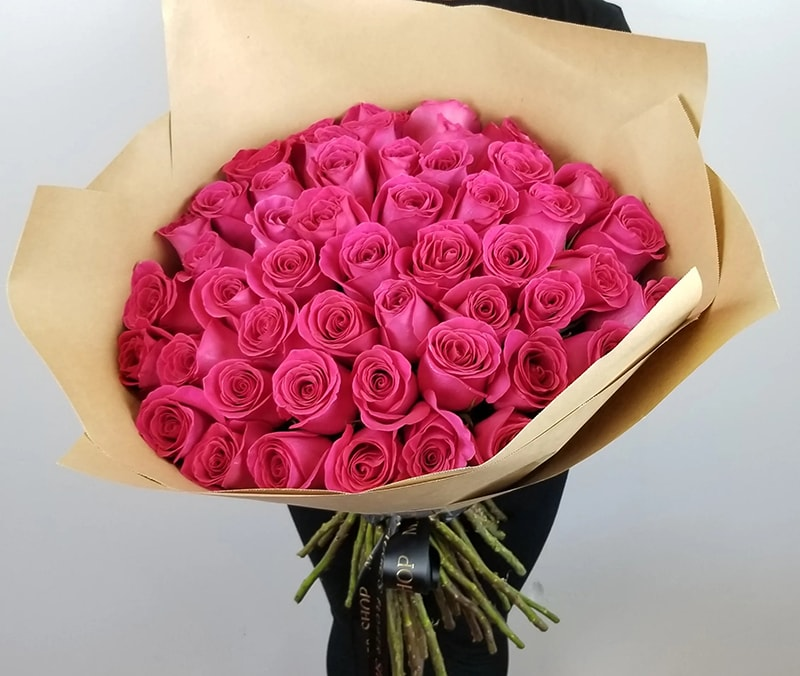 Hoa hồng tặng người yêu ngày lễ tình nhân biểu hiện của sự đẹp đẽ, tình yêu mãnh liệt